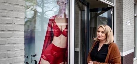 Na haar ziekte besloot Carin lingeriezaak te openen: 'Belangrijk om er onder je kleding ook leuk uit te zien'
