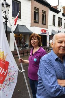 Culemborger Jan Okhuizen (85) treedt op in revue over zijn HEMA-vestiging