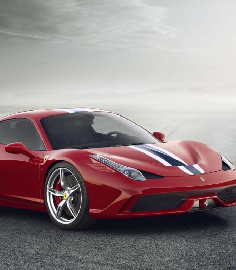 Man scheurt met 130 km/u over 50-weg in gehuurde Ferrari
