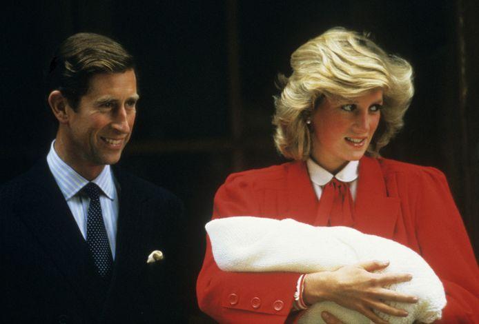 """Charles en Diana, hier met baby Harry: """"Ze had gehoopt dat ze als partners konden verder gaan, als ouders van de twee jongens."""""""