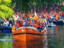 Leeuwinnen bij wereldtitel gehuldigd met rondvaart in Amsterdam