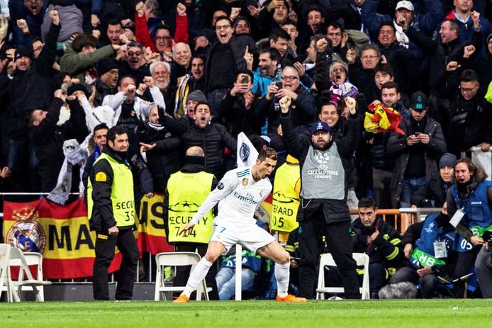 Cristiano Ronaldo viert zijn tweede treffer van de avond.