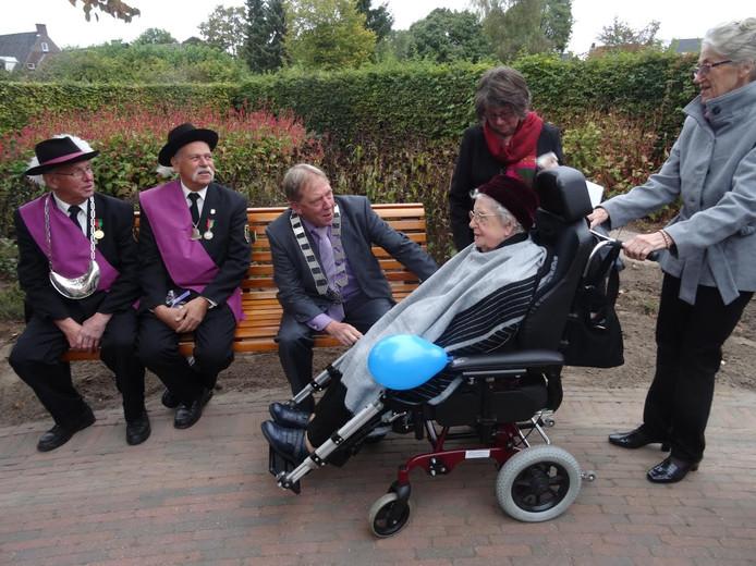 Mevrouw Annneke de Gouw-de Groot uit Vlijmen wordt 100 jaar.
