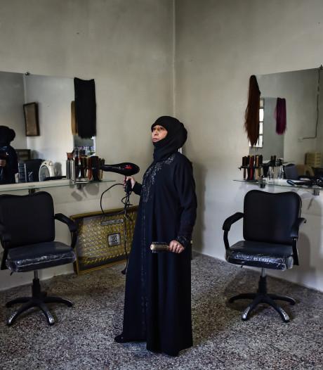 Vrouwen bouwen Aleppo op: 'Er zijn geen mannen meer in Syrië'