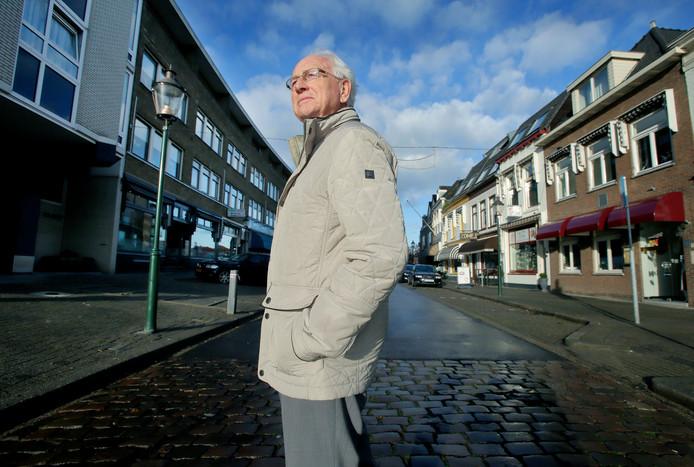 Walter van Zijderveld was bezig met een familiekroniek. Daarbij kwam hij veel tegen over het Veerplein.