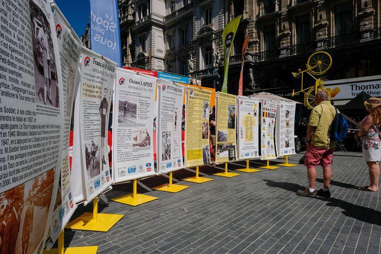 In het Fan Park staan ook infoborden met wat uitleg over de geschiedenis van de Tour.