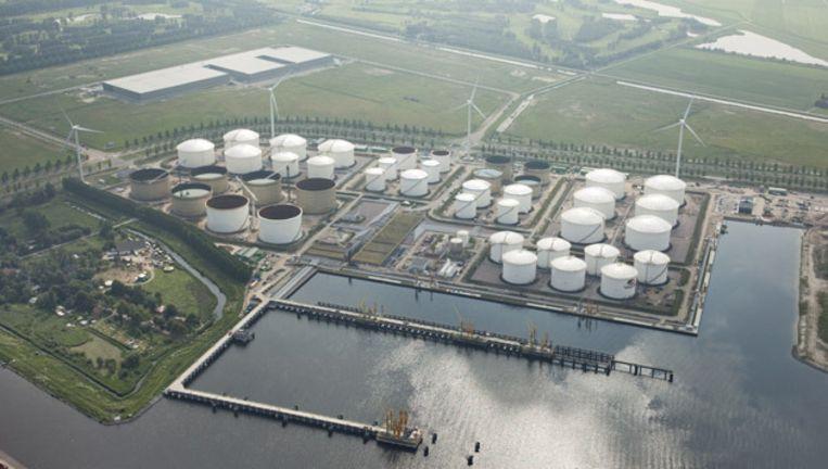 De nieuwe terminal van Vopak aan de Afrikahaven met linksonder Ruigoord. Pal daarboven wordt al gebouwd aan de uitbreiding van de opslagcapaciteit. Beeld
