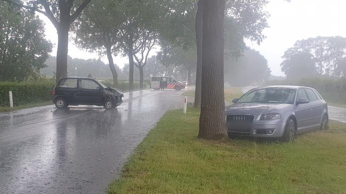 Beide auto's liepen forse schade op bij de aanrijding op de Zevenheuvelenweg bij Groesbeek.