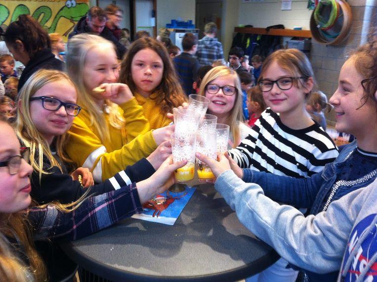 De leerlingen van VBS De Krekel vierden maandag het nieuwe jaar.