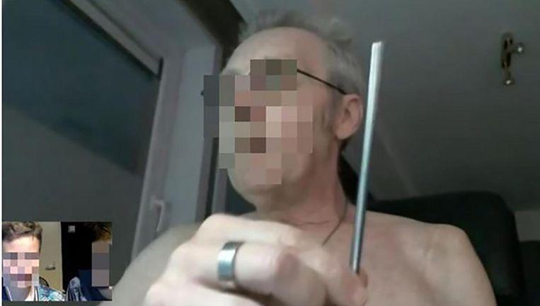 Veel jongens hadden hun online ontmoeting met de man op YouTube geplaatst. Enkele van die video's werden meer dan honderdduizend keer bekeken. De pedofiel is zo ongewild een internetster geworden.