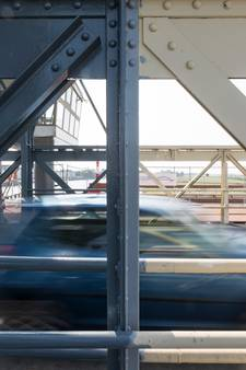 Initiatief om Oude IJsselbrug te schilderen niet toegestaan door gemeente Zutphen