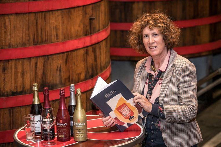 Belinda Eelbode stelt haar boek 'West-Vlaams Schuimend Erfgoed anno 2017' voor.