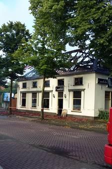 Brand legt deel Ewijks café in de as
