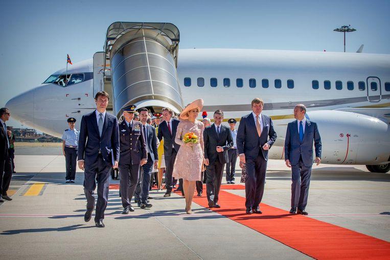 Koning Willem-Alexander en Koningin Máxima arriveren op het Ciampiano vliegveld voor het vierdaagse staatsbezoek aan Italië en Vaticaanstad. Beeld anp