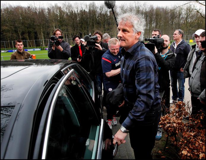 Fred Rutten verlaat De Herdgang voor het laatst, in maart 2012.