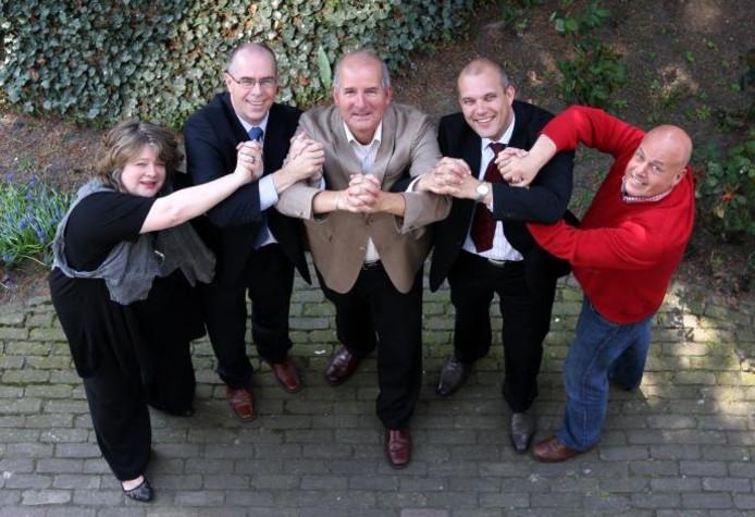 Mensen van de stichtinig Samen voor Oosterhout, van links naar rechts Annelies Wals (Cires), Geert Schreur (Volckaert-SBO), Dirk Antony Wahl (Wahl Oosterhout), Egbert Lichtenberg (!GO) en Ad Jespers (Prisma). foto Paul de Schipper