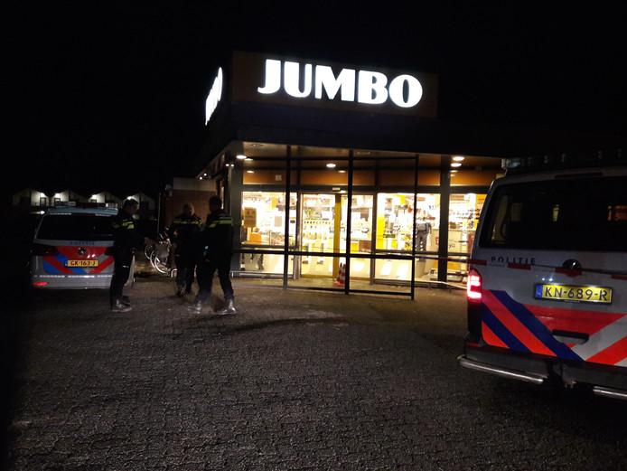 Politie bij de Jumbo in Groesbeek na de overval.