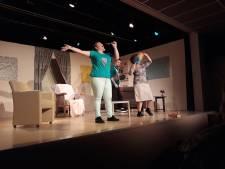 Sterke vertoning van toneelgroep Strik in Waspik ondanks kleine bezetting