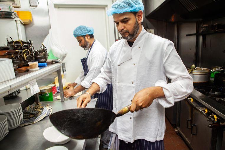 Het gebrek aan goede koks is een groot probleem voor Britse curryhuizen. Beeld Antonio Olmos