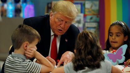 President Trump kleurt Amerikaanse vlag verkeerd in tijdens bezoek aan kinderziekenhuis
