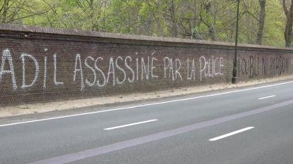 """Muur van Koninklijk Domein beklad met slogan: """"Adil is vermoord door politie"""""""