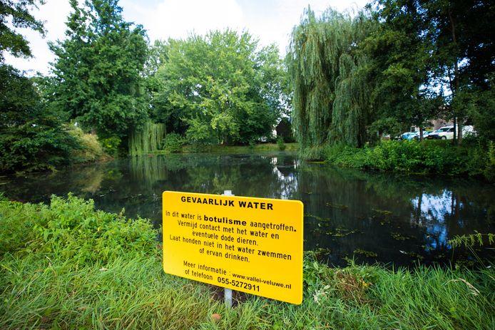 Blauwalgenwaarschuwing in Baarn.