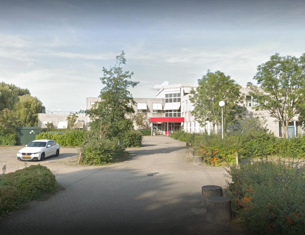 Gebouw van Scalda aan de Ravensteijnweg in MIddelburg, waar het jongerencentrum De Basement naartoe verhuist.