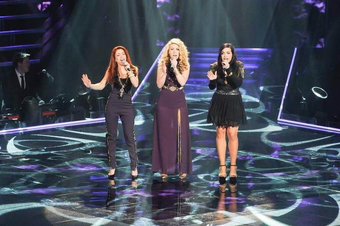 De drie zussen uit Fijnaart tijdens de finale, die ze wisten te winnen. foto Hollandse Hoogte