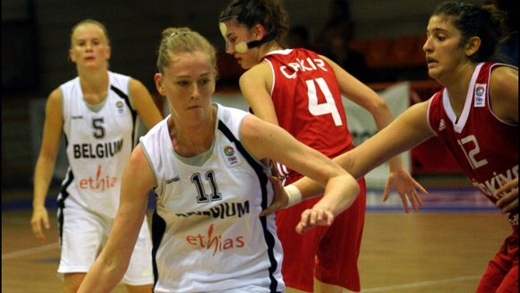 Emma Meesseman (links) bij de nationale ploeg