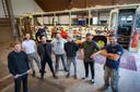 Kunstenaarskolonie Sint Hubert gaat de roemruchte Herman Broodbus uit Arnhem opknappen. Van links naar rechts Jelle van wezel, Jop Teeuwissen, Cas Rutten, Lucas Bergman , Steven Zwitserlood , Gijs Teeuwissen en Mischa Peeters.  Steven en Lucas zijn vrienden die mee hielpen met klussen.
