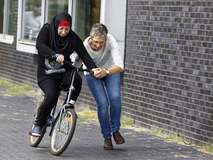 Fietsles in Schijndel. Ook in Sint-Oedenrode gaat een cursus van start.