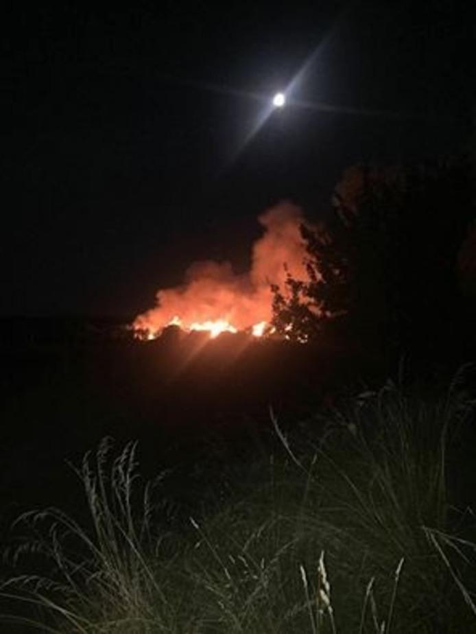 De brand net buiten Hoedekenskerke.