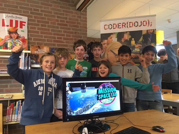 Kinderen van de CoderDojo in Bibliotheek Harmelen doen mee aan een internationale wedstrijd, waarbij ze software moesten schrijven voor het ruimtestation ISS.
