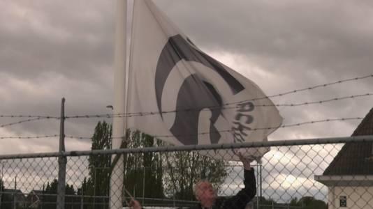 Het strijken van de vlag van Achilles'29 op sportpark De Heikant in Groesbeek
