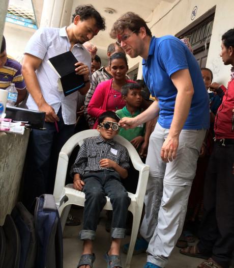 Bossche opticien gaat ogen meten en onderzoeken in Nepal: 'Goede oogzorg is daar niet te krijgen'