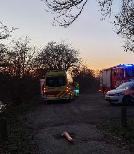 Roeiboot slaat om in Wageningen: duikteam kan niet te water