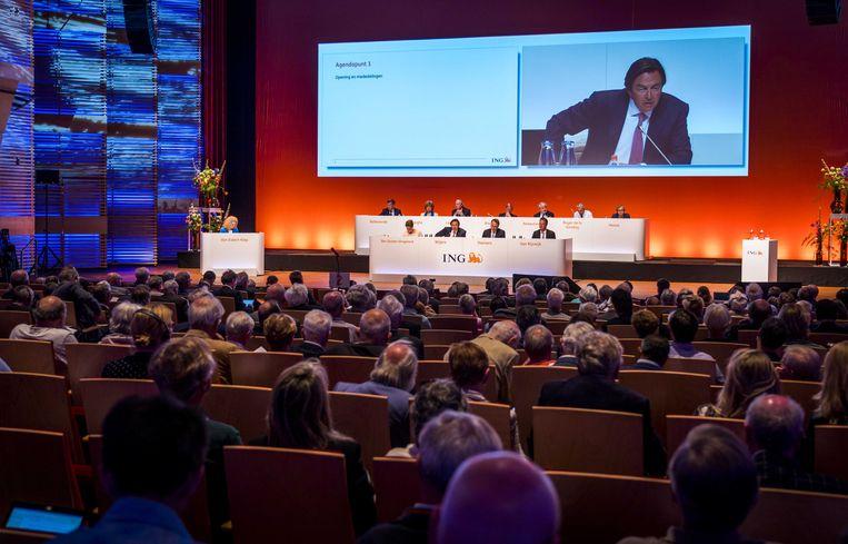 De Raad van Bestuur van ING, met onder meer Hans Wijers, aan het begin van de jaarlijkse vergadering van aandeelhouders in Muziekgebouw aan 't IJ in Amsterdam. Beeld ANP