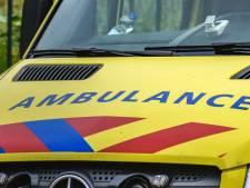 Vrouw valt in slaap achter het stuur in Oude Tonge; auto slaat over de kop