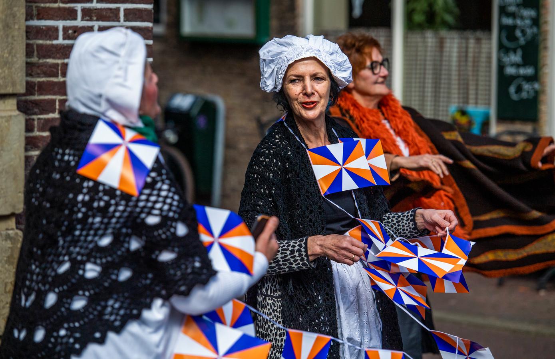 Ook tijdens de 1 aprilviering lopen mensen verkleed door Brielle.