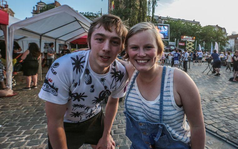 Studenten Valentin en Laura kwamen ondanks de examens ook supporteren.