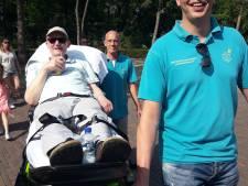 Ongeneeslijk zieke Alex (63) heeft dag van zijn leven in Efteling: 'Hij is er helemaal van opgeknapt'