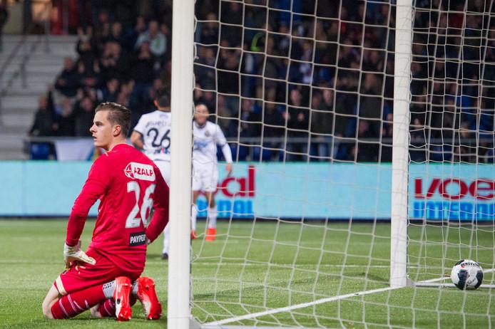 NAC keeper Jorn Brondeel baalt na de 1-0 van SC Telstar speler Stefano Lilipaly.