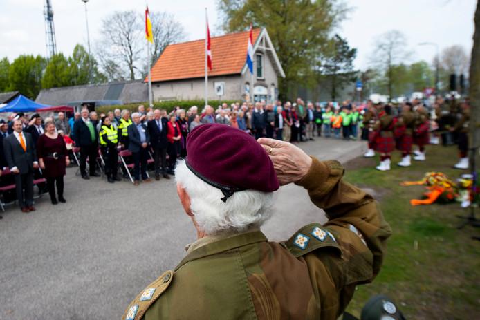 Een paar honderd mensen woonden de herdenking bij.