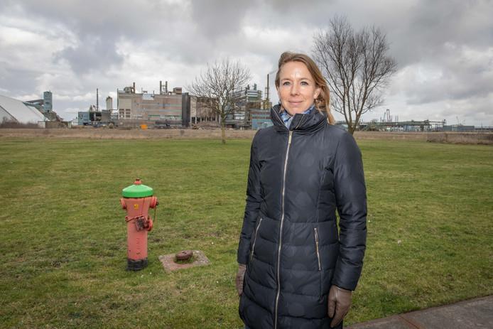 Staatssecretaris Stientje van Veldhoven van Infrastructuur en Waterstaat bij de voormalige fosforfabriek Thermphos in Vlissingen-Oost