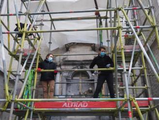 """""""De constructie werd instabiel"""": Restaurateurs ontmantelen statie van Onze-Lieve-Vrouw over de Dijlekerk"""
