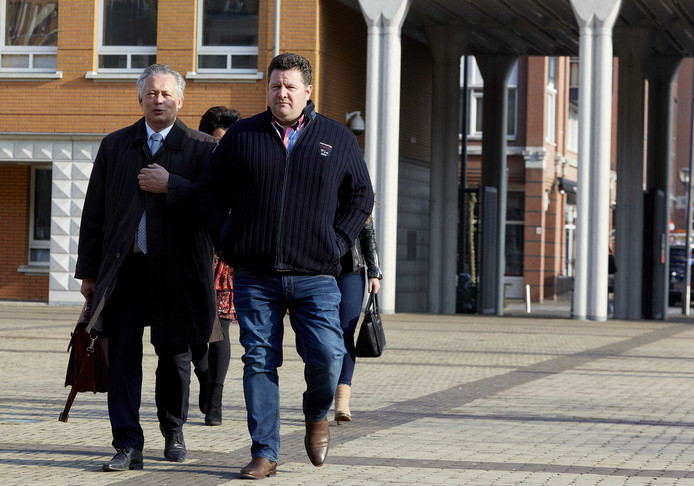 Vleeshandelaar Willy Selten bij de rechtbank in Den Bosch in 2015 met zijn advocaat Frank Peters