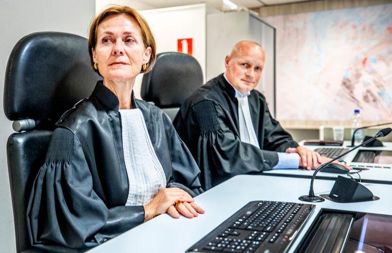 Leden van het openbaar Ministerie in de zwaarbeveiligde Bunker voorafgaand aan de uitspraak in de strafzaak tegen Willem Holleeder. Beeld Raymond Rutting Photography