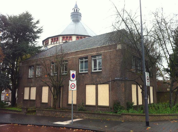 De pastorie van de Bossceh Sint-Cathrienkerk is dichtgetimmerd.