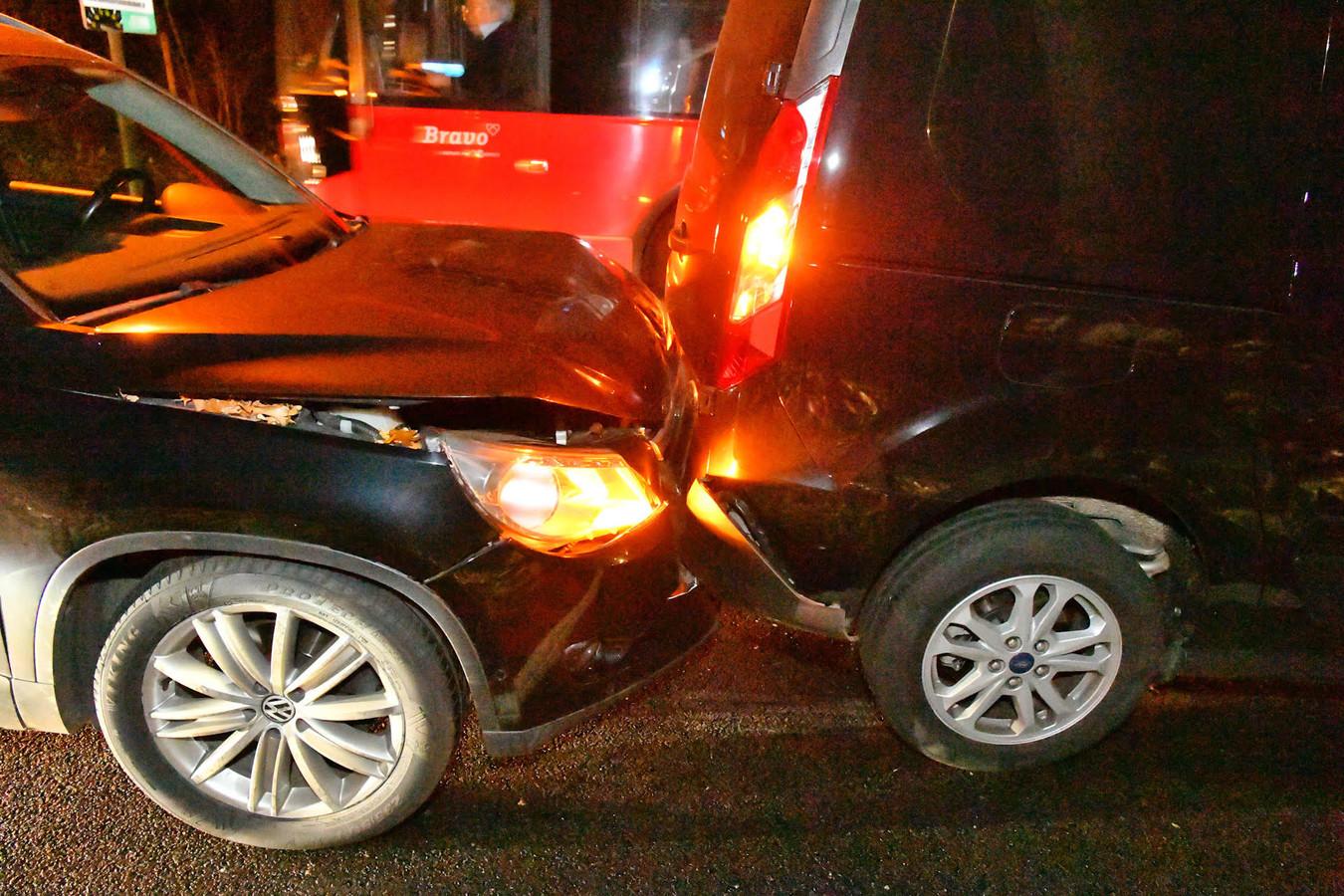Schade na het ongeluk in Waalre.