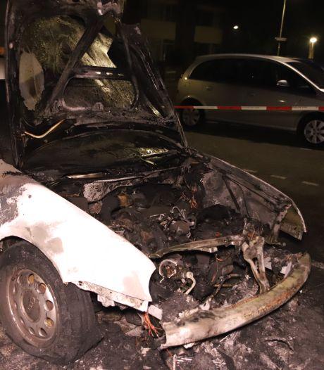 Auto gaat in vlammen op in Culemborgse woonwijk